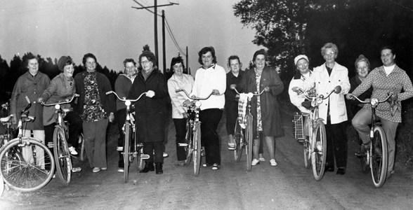 Cykelgäng, damer från Runnebo till Kanikebo, Östervåla.