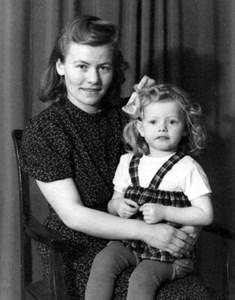 Ingegärd Johansson med barnet Annebritt.