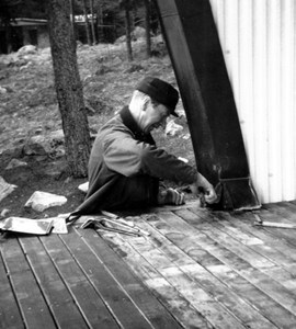 Plåtjobb vid Skogsvallen, Östervåla.