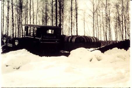 Hjalmar plogar snö