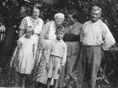 Johan med del av familjen