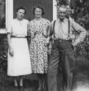 Signe, Hulda och pappa Johan.