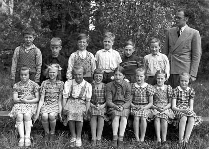 Skolkort Stärte skola. Skolklass 1943 Eskil Ekström.jpg