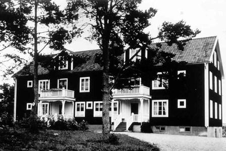 Ålderdomshemmet i Östervåla. Byggd 1929.