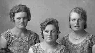 Rut, Agnes o Anny Karlsson, Mångsbo, Östervåla.jpg