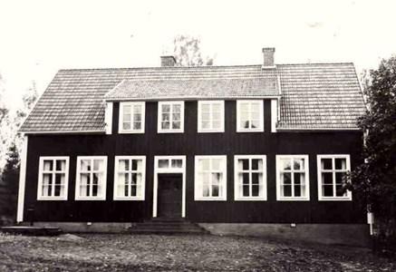 Senare byggd skola i Gräsbo.