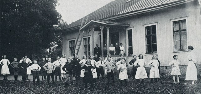 Lindsbro skola 1918.jpg