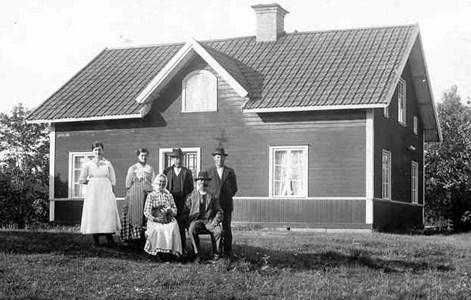 Fam. Karin o Johan  Andersson. Anna, Hulda, Johan, Verner.jpg