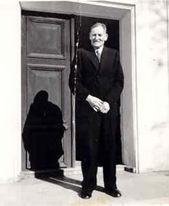 August Jansson, Hov, Östervåla, 80 år 1946