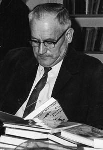 Holger Eriksson, Hov, Östervåla, på Biblioteket.jpg