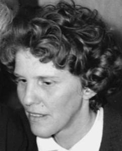 Astrid Östlund, Hov, Östervåla