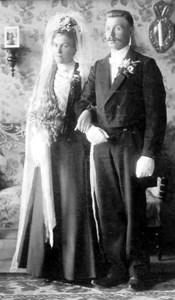 Elin f. Olsson, Tängesbo o Emil Johansson, Smedsbo.jpg