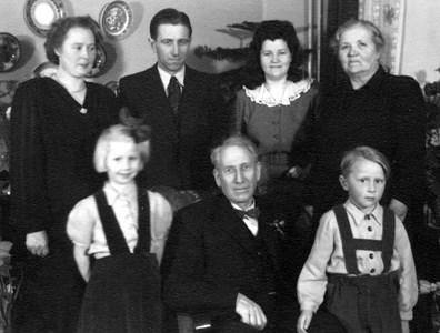 Verner Olsson med familj.jpg