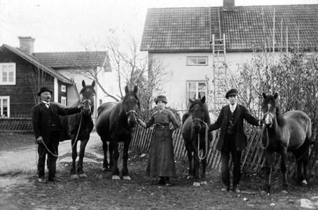 Johan Larsson Sundin, Ragnarbo med barnen Anna och Efraim