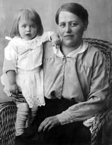 Alfrida Olsson f. Jansson, Olbo med dotter.jpg