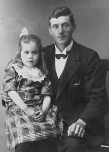 Petrus Zilén, Vreta, Östervåla, med dotter