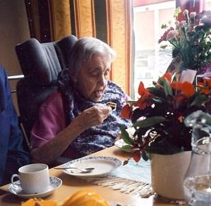 Linnea Johansson på 100-årsdagen.jpg