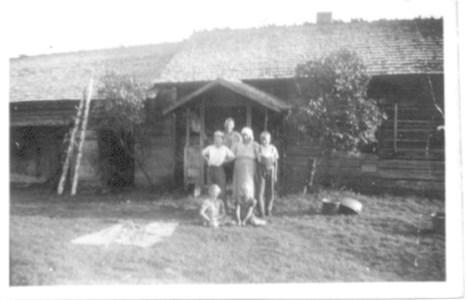 Vid Kattendan i Sjurby på 1930-talet.jpg