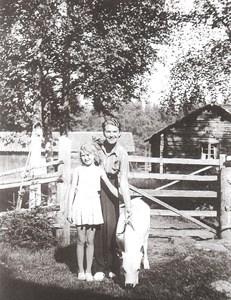 Jerplarsstin´s gård i Hållan i slutet av 1930-talet.jpg
