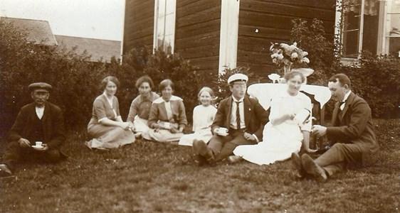 Emil Nygren m fl på Molinsgard 1915.jpg