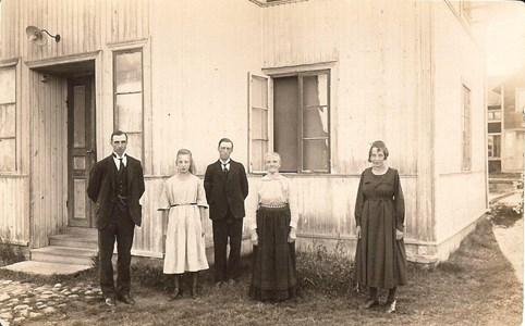 Vid Kestigard ca 1920.jpg