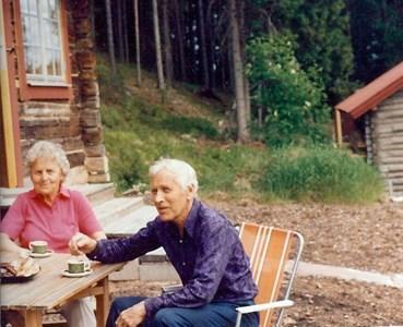 Anna-Stina och Folke Håkansson i Sjurby på 1970-talet.jpg
