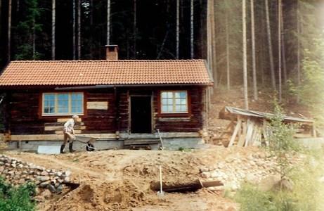 Kråkgard i Sjurby i slutfasen av ombyggnaden i mitten av 1970-talet.jpg