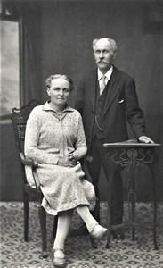 """Gustaf Adolf och Emma """"Sy-Emma"""" Pettersson"""
