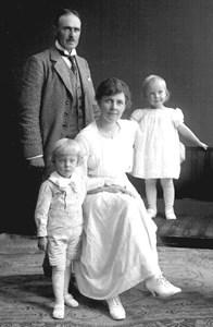 Arnold Forsberg med familj