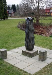 Livets beskyddare. Skulptur i parken i Ljungbyhed