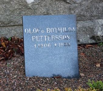 Gravsten Riseberga Olof och Bothilda Pettersson