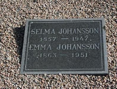 Gravsten Riseberga, systrarna Selma o Emma Johansson
