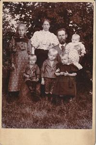 Nilla och Sven Svensson med barn