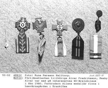 93-02. Militärt, förtjänsttecken.JPG
