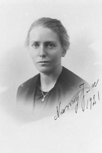 93-39-6 Nanny Jonsson, lärare i Trottorp.JPG