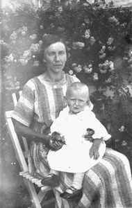 Alfhild Nilsson, Håknabo, m dotter Elin Nilsson bild654..JPG