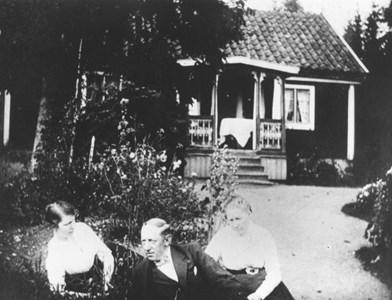 Albin Åberg m syster o mor 91-20.JPG