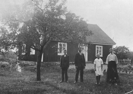Adolf Olsson, Olsbo m fam 92-38.JPG