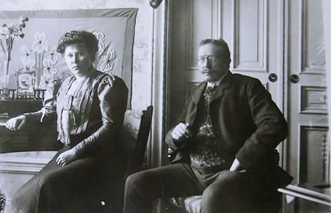 Elise och Josef Cornelius Holm i Rosa Villan ca 1920