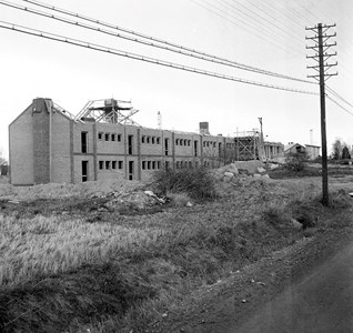 Stallarholmsskolan under byggnation 1957