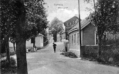 """Storgatan och krogen """"Skinnpälsen"""", sett från hamnen"""