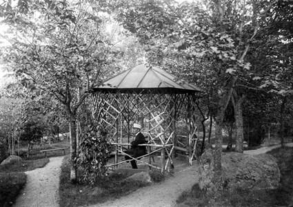 Georg Nyström i grenpaviljongen på Holmberget