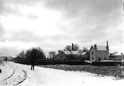 Holmens gård  och dammen