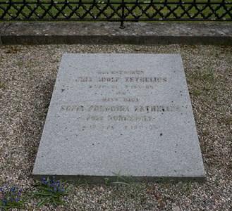 Adolf Zethelius gravsten på Torshälla äldsta kyrkogård