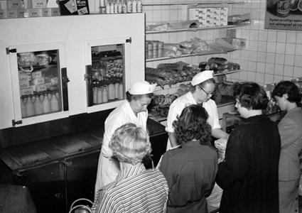 I mjölk- och brödbutiken på 1940-talet