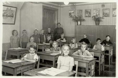 Kyrkskolan invändigt på 1950talet.jpg