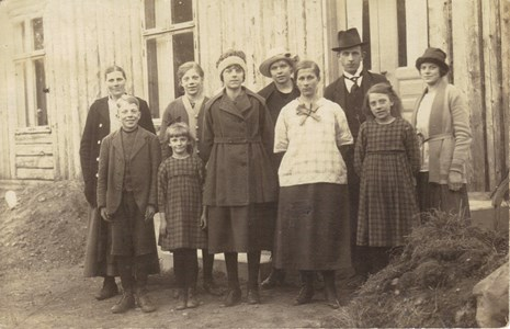 N:Öna Kristina längst upp till v. med familj