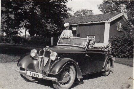 Kungsvallby Rune och pigan Märta 1930-talet.jpg