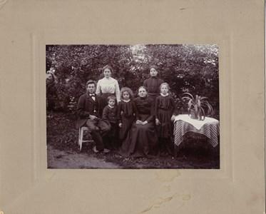 S.Öna Johan och Karolina med Familj 1904