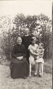S.Öna Fyra generationer 1930 Emma,Gerda(Plånborg),Vega (Karlsson) och Gun
